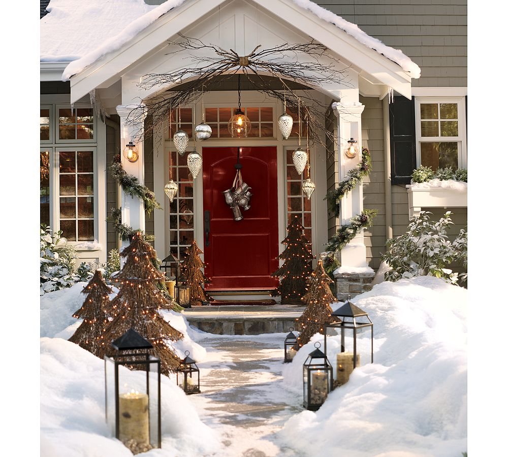Outdoor porch christmas decorations  ÁRVORE  JORGE SANTOS  Spirit of the Times  Pinterest  Front